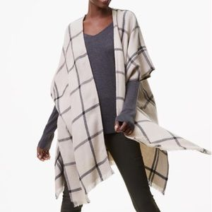 Chic and effortless Loft poncho